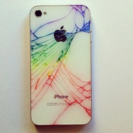 11-iphone-4-quebrado-colorido